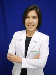 แพทย์หญิงจีรภา โพธิ์พรม ผู้อำนวยการโรงพยาบาลลาดยาว